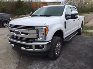 2017 Ford F250 4X4 CREW LARIAT-ONLY $64,999*