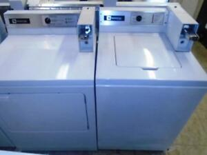 ENSEMBLE LAVEUSE SECHEUSE COMMERCIALES MAYTAG / MAYTAG COMMERCIAL WASHER AND DRYER SET