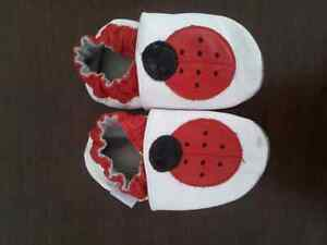 Robeez Girls 12-18 month shoes