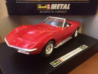 1:18 Chevrolet Corvette Convertible '69 - Revell - Red - WITH ORIGINAL BOX