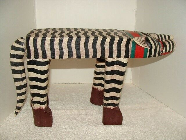 INDONESIAN BALINESE HAND-CRAFTED SMALL CAT TABLE STAND