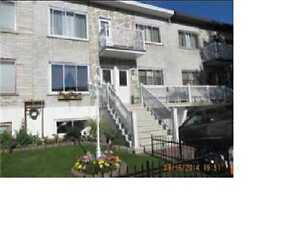 $965.00 - 3 Bed/1 Bath upper duplex in Lasalle Prime location