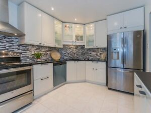 Great Location>> Central Erin Mills,Close To Qew & 403
