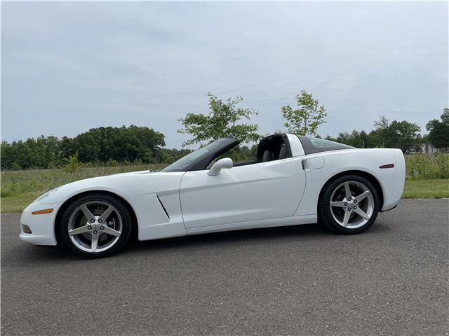 2005 White Chevrolet Corvette Coupe  | C6 Corvette Photo 4