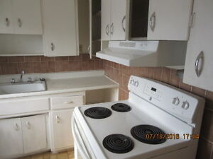 NIAGARA FALLS 1 BEDROOM  APT VACANT READY, CAN SHOW NOW