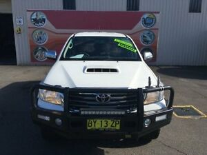 2014 Toyota Hilux KUN26R MY14 SR5 White 5 Speed Manual 4D Utility Gosford Gosford Area Preview