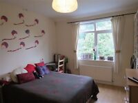Present this 4 bedroom Town House in Badgers Copse, Worcester Park, London, KT4!!