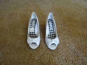 WOMEN'S SHOES WHITE NEW IN BOX 8 1/2