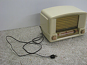 Vintage 1948 General Electric Bakelite Kitchen Vacuum Tube Radio Regina Regina Area image 4