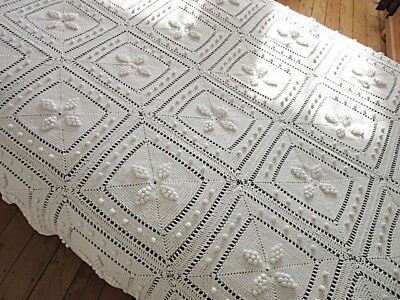 VINTAGE FRENCH WHITE CROCHET BEDSPREAD COVERLET THROW - TEXTURED STARS 52 x 80