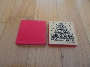Lot of 4 wooden decor pieces with christmas tree print pattern London Ontario image 2