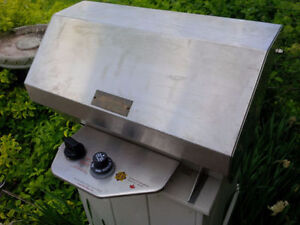 Stainless propane BBQ, suit boat,cottage,RV, excellent cond.