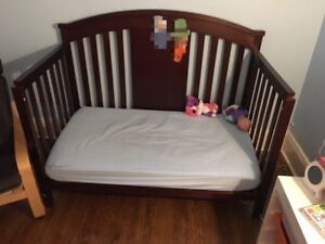 Crib convertible 4-in-1 bed with mattress