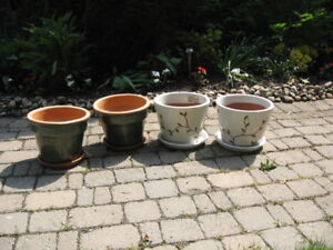 CERAMIC PLANT POTS WITH BASES FOR SALE