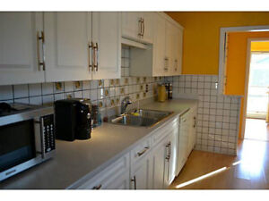 Spacious 3 Bedroom Apartment South End Location