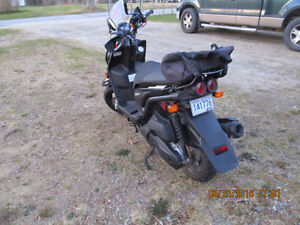 FOR SALE 2011 YAMAHA SCOOTER
