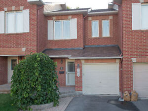 Bright 3BDR Townhouse in Orleans -$1,625/month