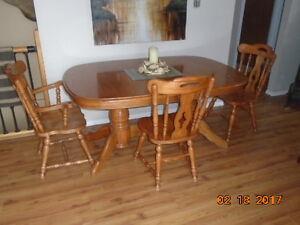 Oak Table & 8 Chairs - Salmon Arm