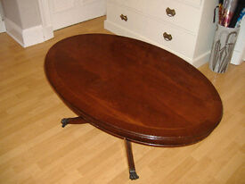 Oval mahogany veneer coffee table.