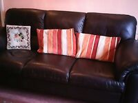 BLACK LEATHER THREE SEATER SETTEE IN GOOD CONDITION