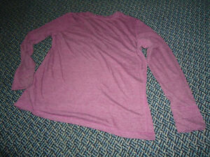 Ladies Size XL Burgundy Long Sleeve Lightweight T-Shirt Kingston Kingston Area image 2