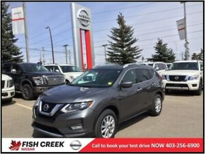 2017 Nissan Rogue SV PANORAMIC SUNROOF! BLUETOOTH! BACK UP CAMER