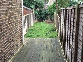 A bright and spacious 2 double bed garden flat. (Ref: 12130HR)