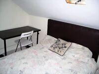 Huge, bright dbl room close to city!! Great value!