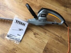 Titan Corded Electric Hedge Trimmer 550W