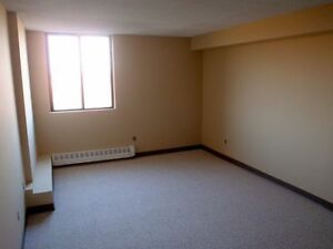 No Last Month Rent, Free Parking on Spacious, Pet Friendly Units Peterborough Peterborough Area image 5