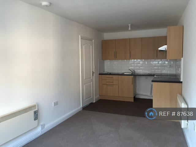 1 bedroom flat in Albert Street, Camberley, GU15 (1 bed)