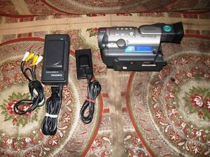 Samsung 8mm Video Camcorder SCA11 W/ RCA Cables Battery Charger
