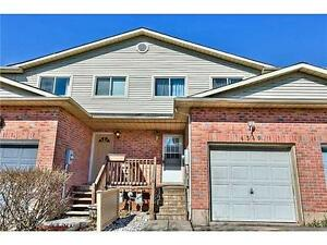BEAUTIFUL BEAMSVILLE TOWNHOUSE NEAR QEW. Aug 15 or Sept.