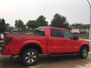 Like New - 2014 Ford F-150 FX4 Loaded