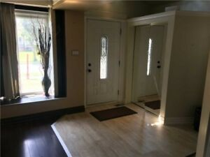 Well Maintained 4+1 Bdrm Semi! $$$