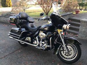 09 Harley FLHTCUI Ultra Classic    Black