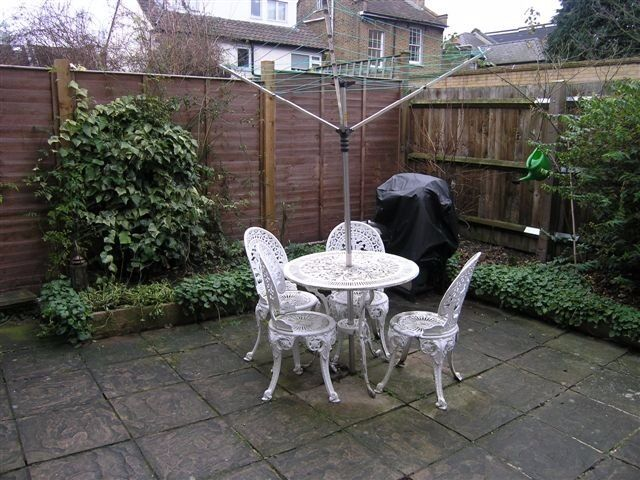 DONT MISS NICE 1 Bed Flat in Apostles Raynes Park 2 Minute Walk to Station With Private Garden !!!!