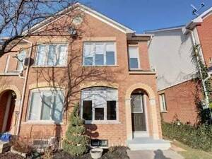 BEAUTIFULLY DECORATED END UNIT TOWNHOME IN OAKVILLE! BEST PRICE!