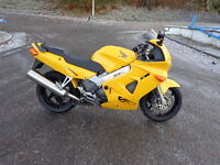 2000 Honda Vfr 800fi in yellow low mileage in excellent condition