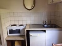Bedsit/room to let in Acton