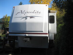 ALPHENLITE 34RL 5th WHEEL ON MIAMI RIVER HARRISON. BC.