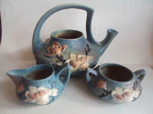 Vintage Original Roseville Pottery Magnolia Teapot Tea Pot Sugar Creamer Set.
