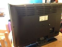 Toshiba 32' LCD TV AND DVD player