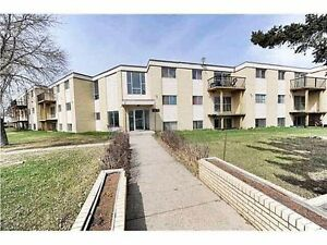 Beautiful 3 bed condo with safe step walk-in tub!