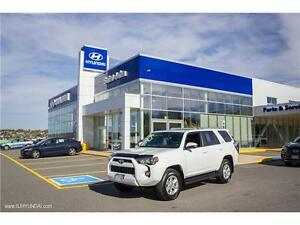 2015 Toyota 4Runner SR5 V6! LEATHER! NAV! SUNROOF! REMOTE START