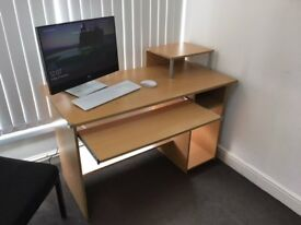 2 Modern desks. Quick sale. Very good condition. 40£ each or 60£ for 2.
