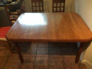 Table de Cuisine en chene Massif/ Kitchen table in Solid Oak