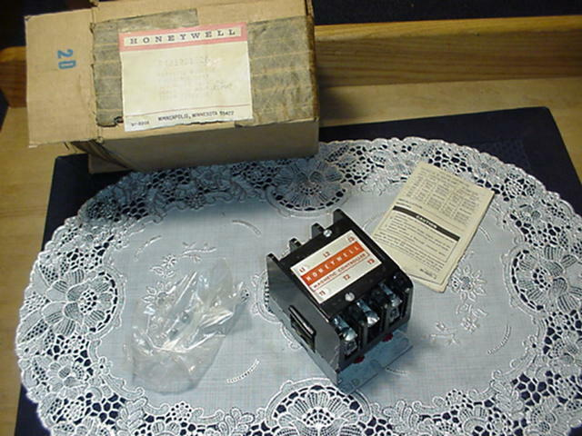 Honeywell R4212G1026 Definite Purpose Contactor, 3 PST, 120V, 50/60Hz NEW IN BOX