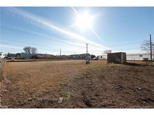 50 X 130 VACANT LOT IN REDCLIFF!