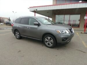 2017 Nissan Pathfinder AWD SL Accident Free,  Leather,  Heated S
